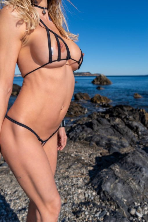 bikini-tops-peekaboo-diagonal-sylvie_dolly83-1