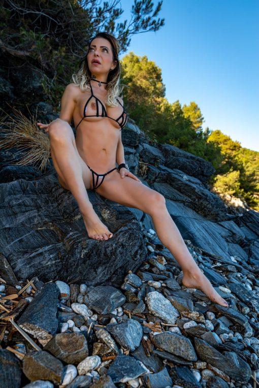 bikini-tops-peekaboo-diagonal-sylvie_dolly83-3